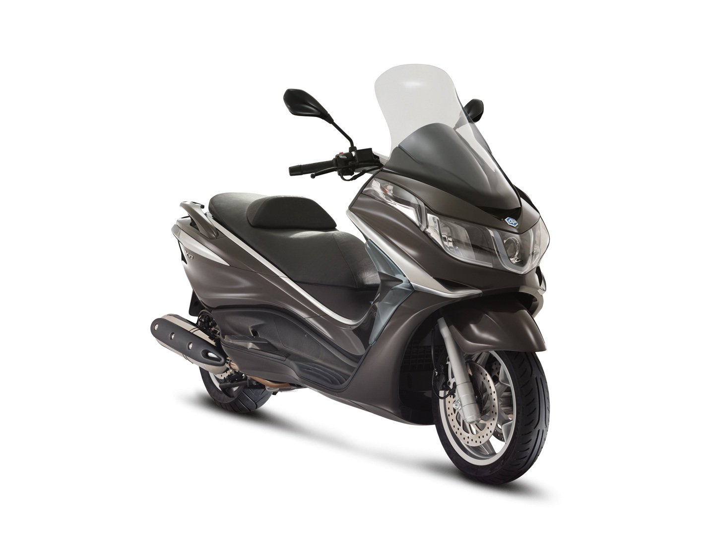 finally the uk get the piaggio x10 500 ie cd scooters