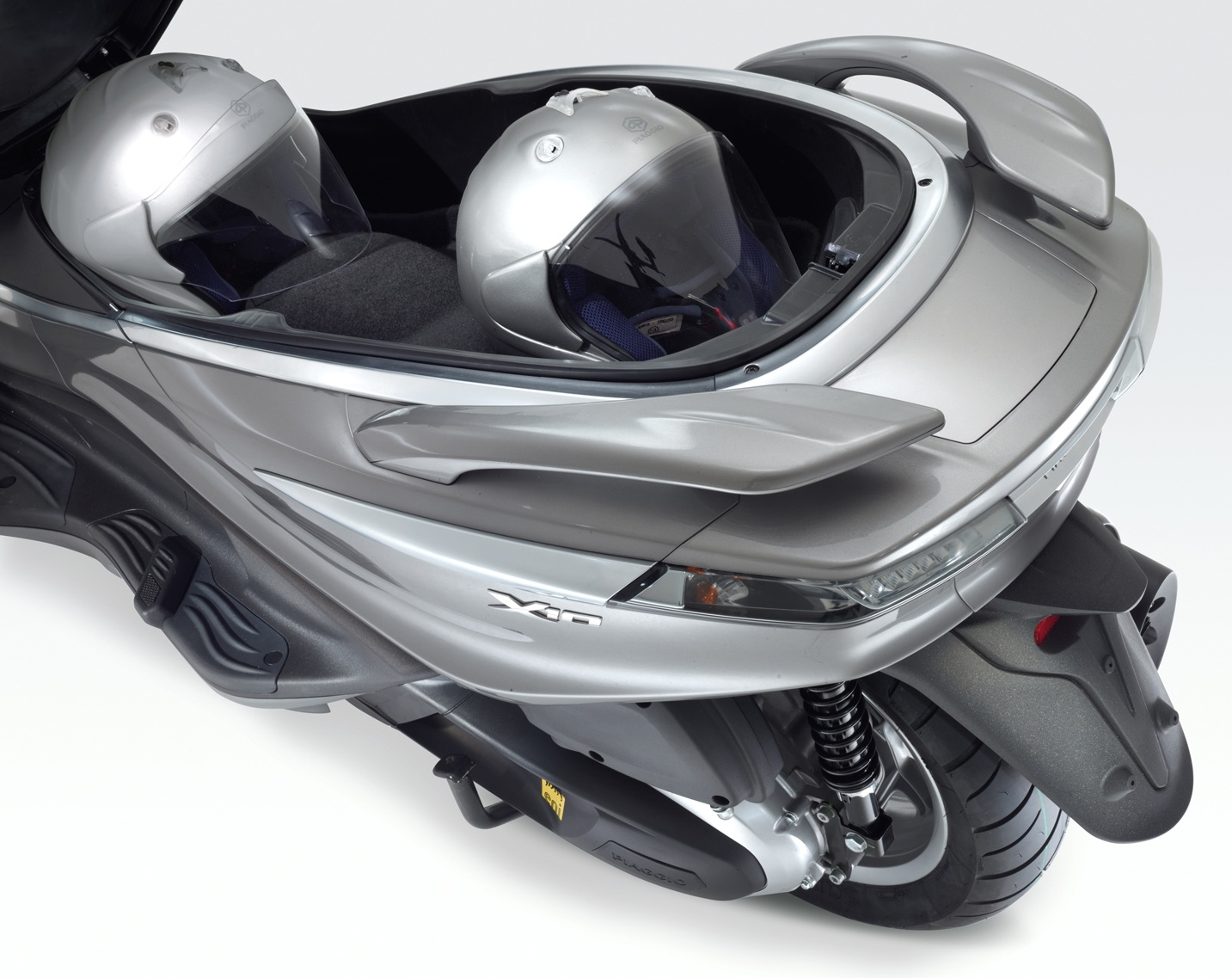 finally the uk get the piaggio x10 500 ie | cd scooters